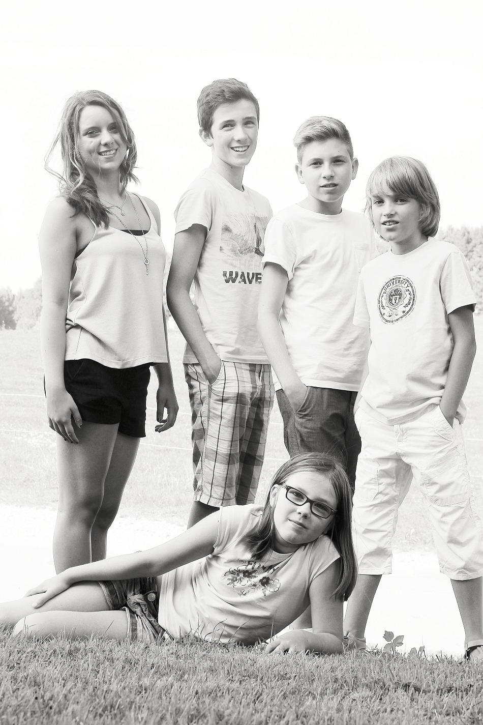 IMG 4938sw-Gruppe in Enkelfotos für die Oma